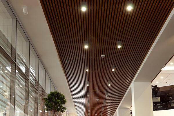 Иллюминация в алюминиевом потолке