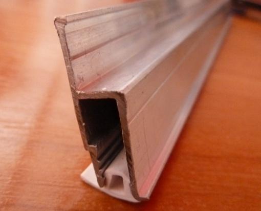 Гарпунное крепление алюминиевого профиля