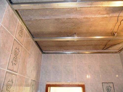 Как сделать из панелей пвх потолок в туалете