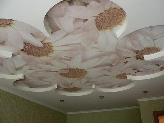 Сатиновый потолок с фотопечатью - Ромашка