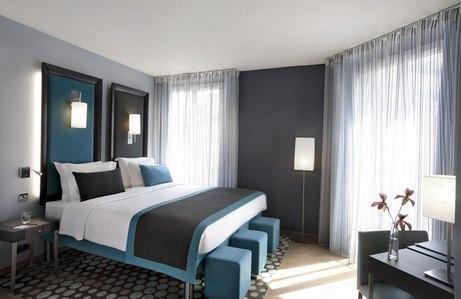 Серые обо для стен комнаты обставленной в синем цвете
