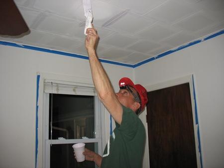 Как красить потолочную плитку