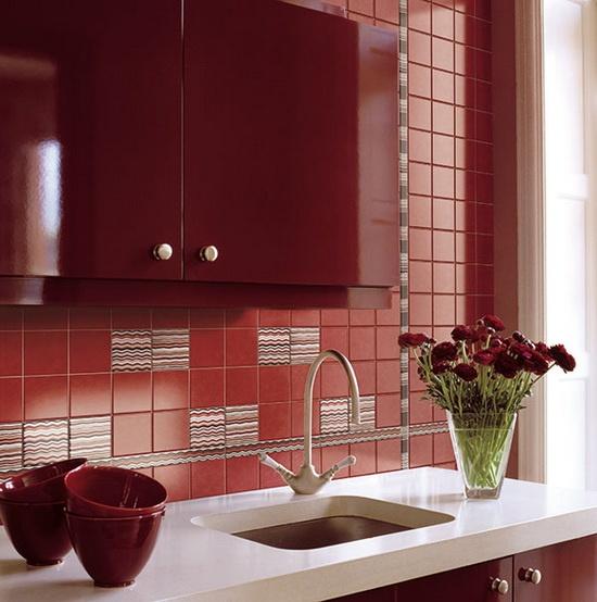 Яркие бордовые цвета для кухни