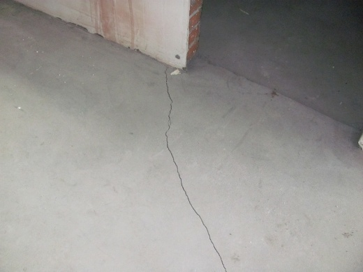 Трещины - последствия использования неправильного раствора для стяжки