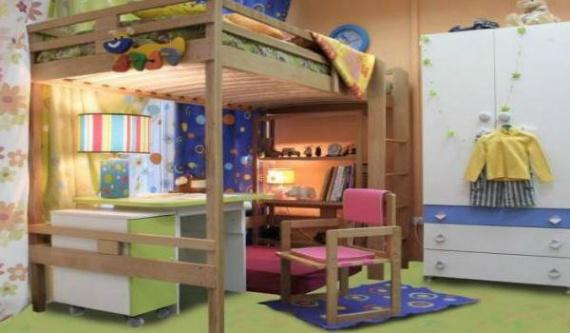 Уютное место для чтения и кровать на втором этаже