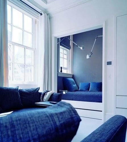 Мини-спальня из ниши с окном