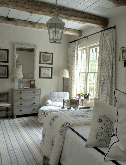 Светлая комната оформлена только натуральными материалами