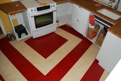 Двухцветные полосы их мармолеума для пола кухни