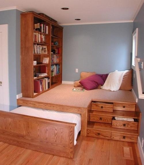 Ещё один функциональный подиум со складной кроватью