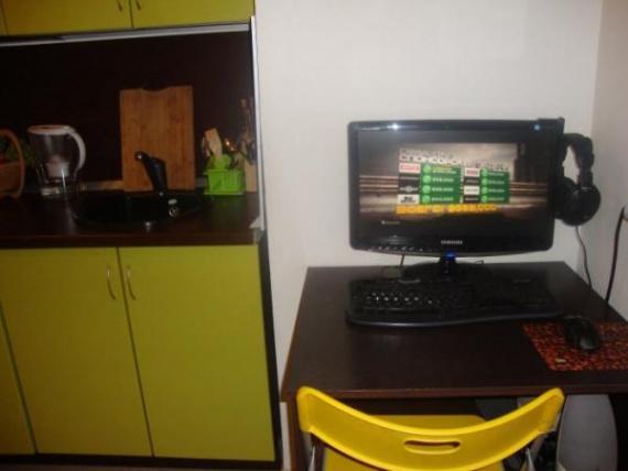 Стол для компьютера на кухне