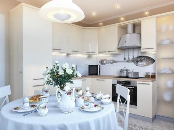 Светлая кухня для большой семьи
