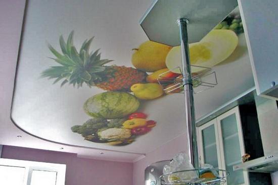 Фотопечать на потолке на кухне