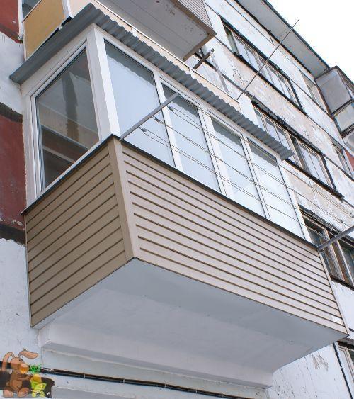 Балкон, обшитый пластиковыми панелями