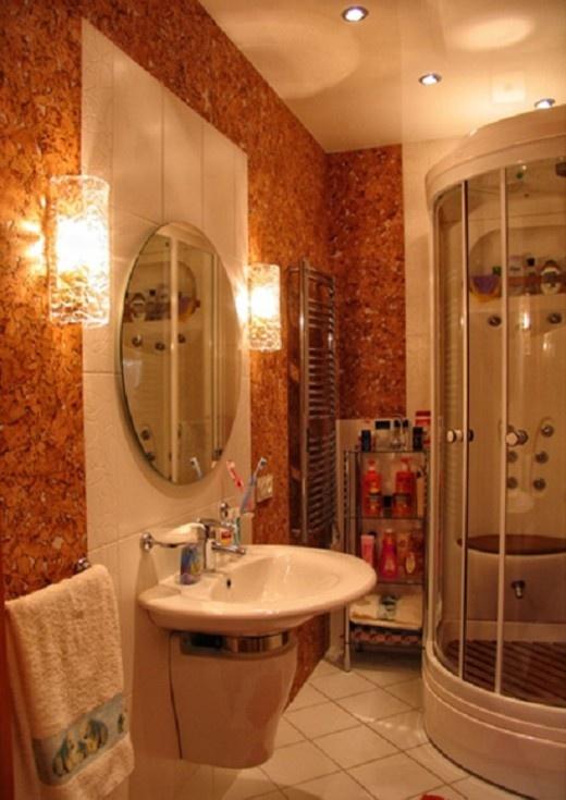 Стены из пробки в ванной