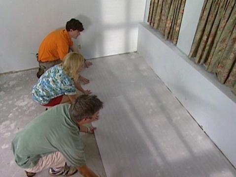 Профессиональная укладка подложки под ламинат