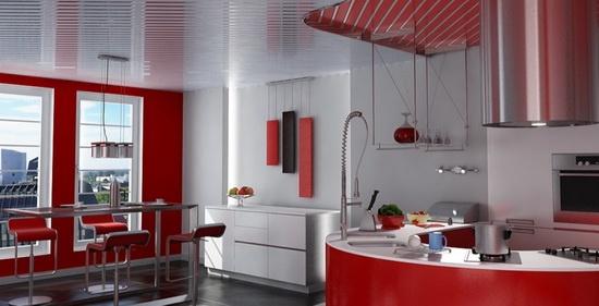 Красно-белый потолок