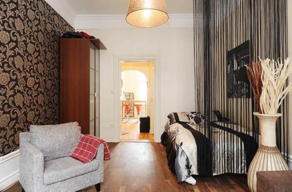 Мебель рекомендуется ставить у стен