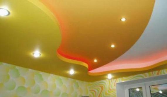 Оригинальный потолок с подсветкой