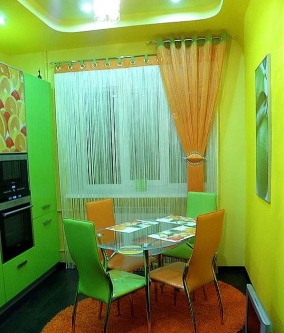 На кухне в ярких тонах