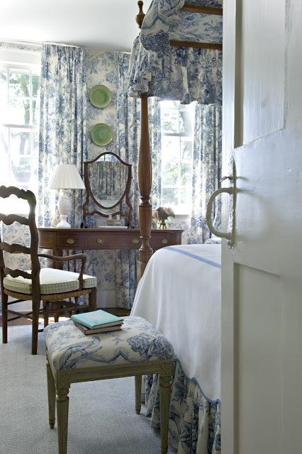 Красивое цветовое сочетание гардин, мебели и обоев