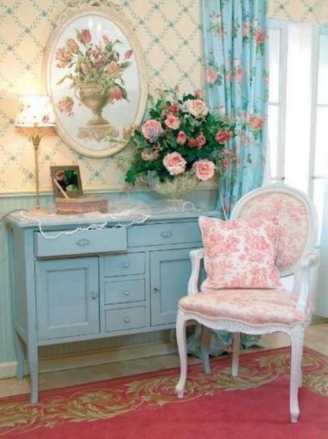Сочетание белого, голубого и розового цветов