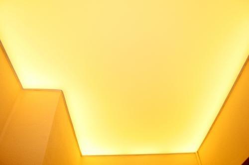 Ярко-желтый фоновый свет