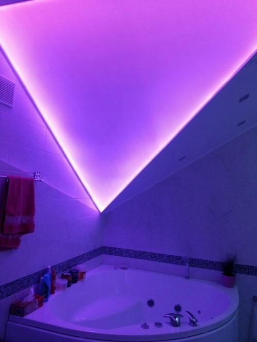 Фиолетовый свет