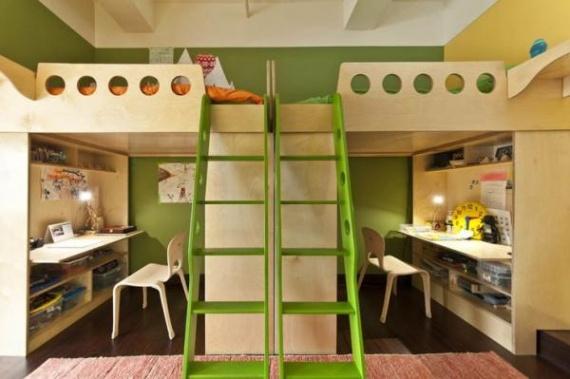 Кровати на втором этаже и удобные места для учебы