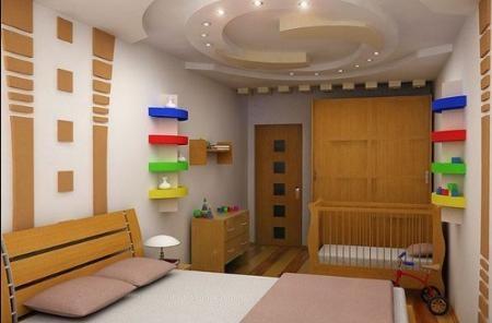 Кроватка для младенца в спальне родителей