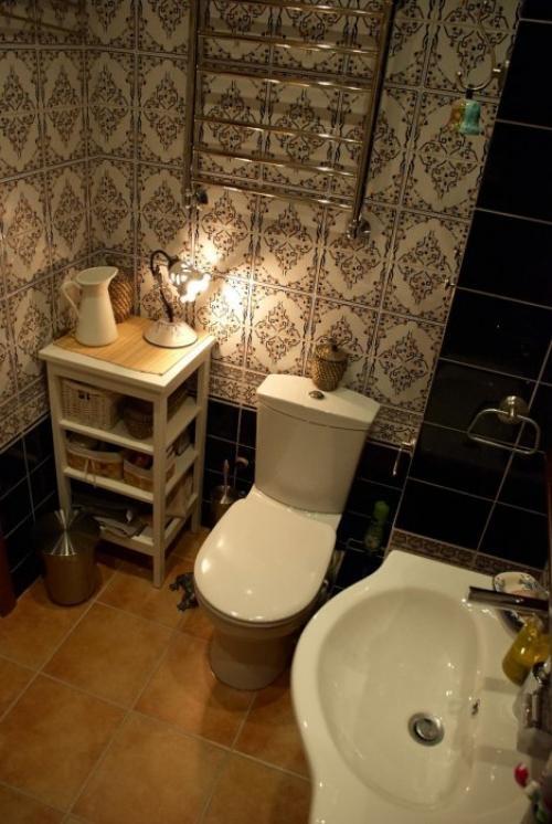 Сложный узор на стенах дополняет уютный дизайн